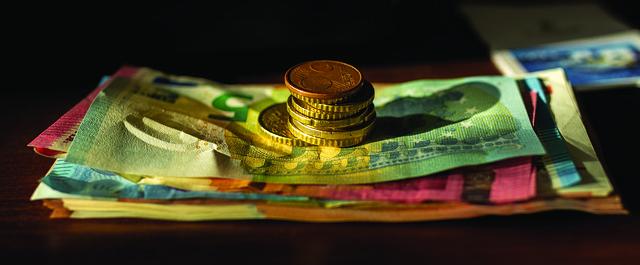 eura bankovky pod mincemi