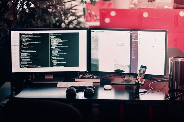 Hacking a jiné kybernetické útoky